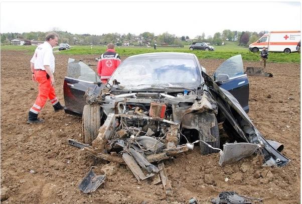 Tesla S wreck