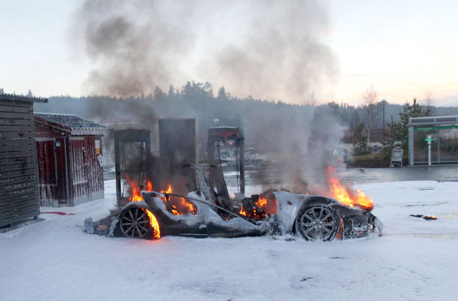 Tesla S charging station fire