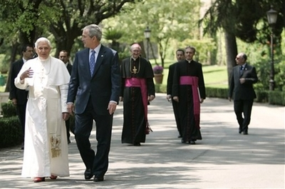 Bush strols with Pope at Vatican